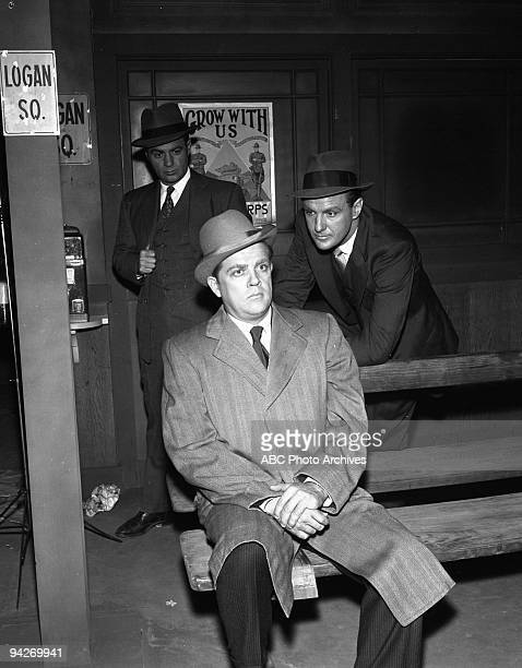 THE UNTOUCHABLES Eliot Ness finds himself sued for slander when he informs the organizing committee of an international fair that prominent citizen...