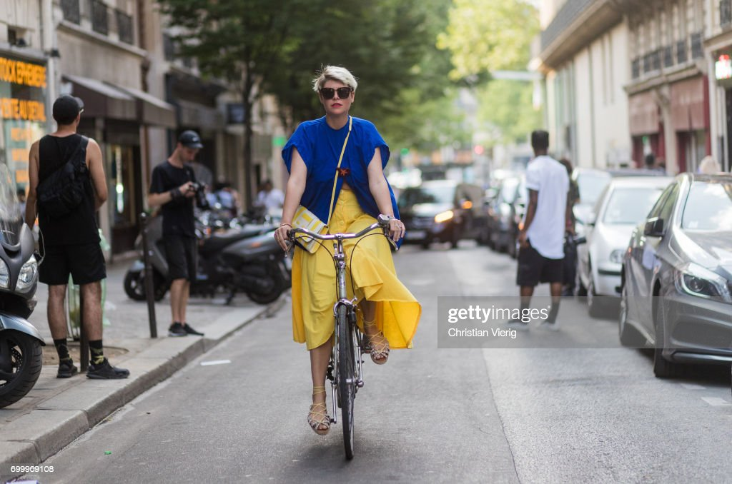 Street Style - Paris Fashion Week - Menswear Spring/Summer 2018 : Day Two