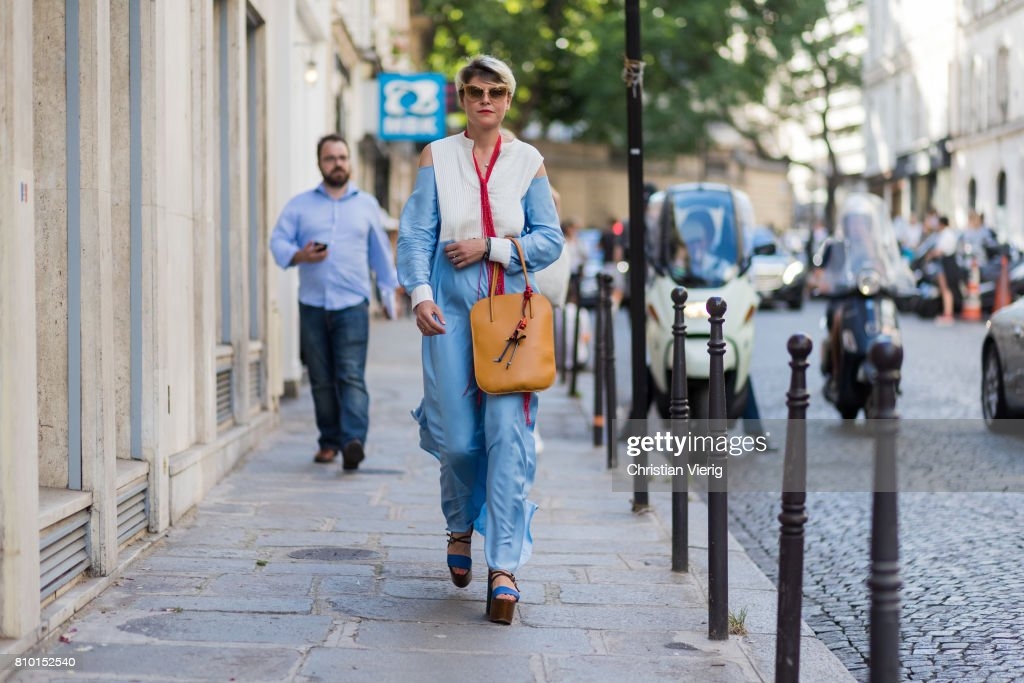 Street Style - Paris Fashion Week - Haute Couture Fall/Winter 2017-2018 : Day  Four