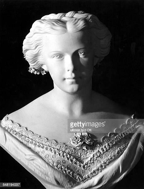 Elisabeth Amalie Eugenie gen 'Sissi' 24121837 10091898 Kaiserin von Österreich seit 1854 Königin von Ungarn seit 1867 Bisquit Büste in Besitz der...