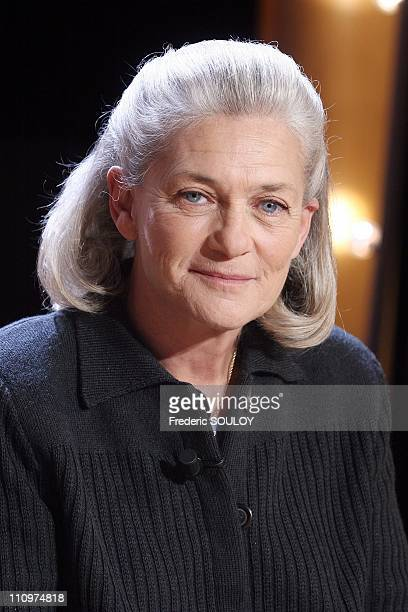 Elisabeth Badinter at the TV talk show 'Vol de nuit' hosted by Patrick Poivre d'Arvor in Paris France on March 31st 2006