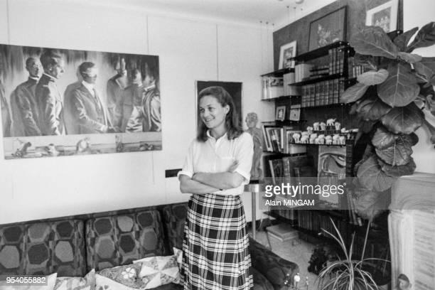 Elisabeth Badinter chez elle à Paris en mai 1983 France
