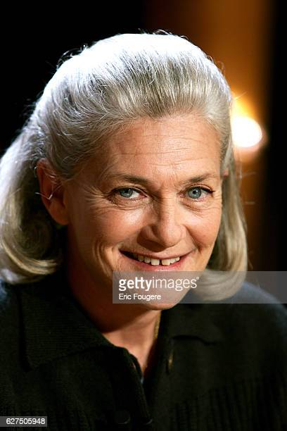 Elisabeth Badinter on the set of TV show 'Vol de Nuit'