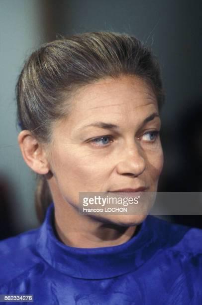 Elisabeth Badinter sur le plateau de l'émission 'Apostrophes' le 25 avril 1986 à Paris France