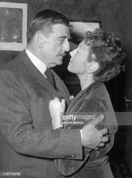 Elisabeth Bergner und Rudolf Forster im März 1954 in der Berliner Komödie in dem Stück Tiefe blaue See Die Bergner war in den 20er Jahren eine der...