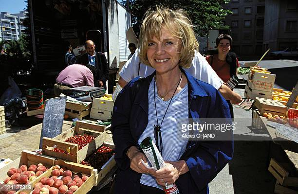 Elisabeth Guigou in campaign in Avignon France on May 28 1997