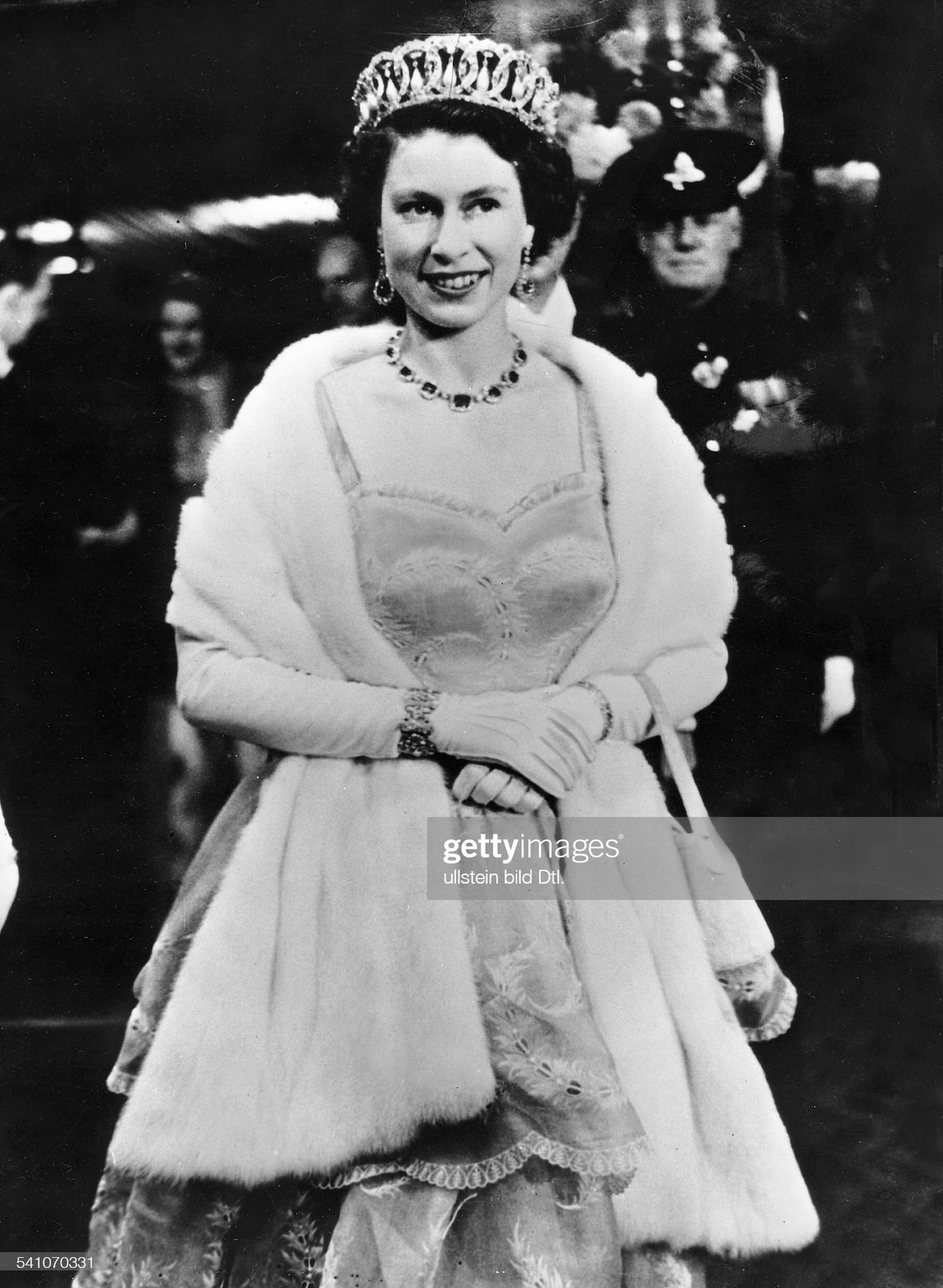 Elisabeth II. von GB/ b.e. Filmpremiere : News Photo