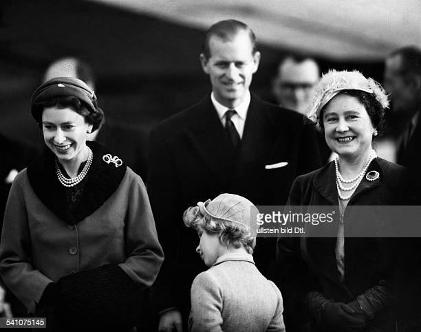 Elisabeth II *Koenigin von GB seit 1953 mit Ehemann Prinz Philip Tochter Anneund Koeniginmutter Elisabeth