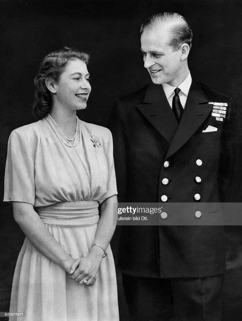 Elisabeth II. von GB/ mit ihrem Verlobten Philip Mountbatten : News Photo