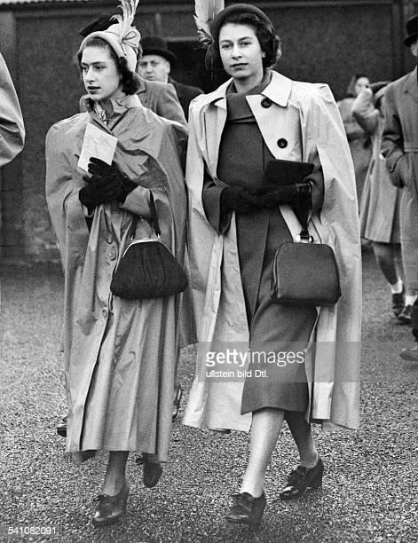 Elisabeth II *Koenigin von GB seit 1953 mit ihrer Schwester Prinzessin Margaret