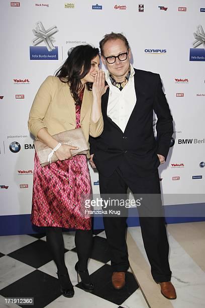 Elisabeth Lanz Und Begleitung Bei Der Verleihung Des Felix Burda Awards Im Hotel Adlon Kempinski In Berlin