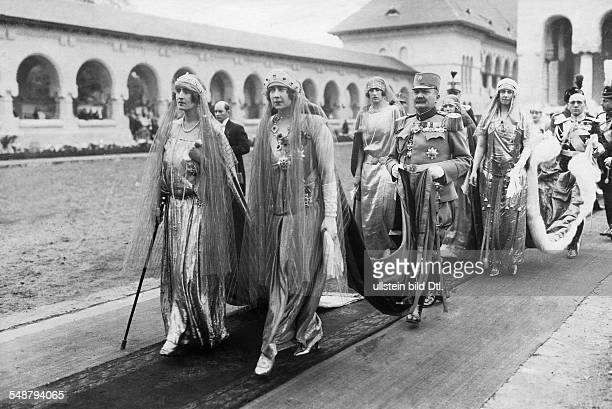 Elisabeth Queen of Greece *12101894 nee Elisabeth of Romania and Maria of Jugoslavia at the coronation of her father Ferdinand I to the King of...