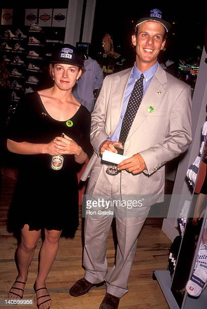 Elisabeth Shue and Peter Berg at the Rock the Vote Party, Reebok Dowtown Store, New York City.