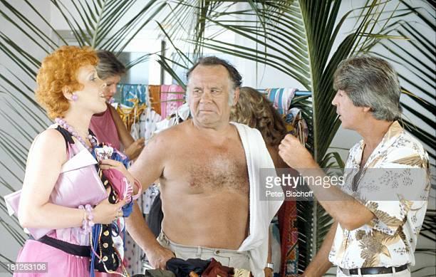 Elisabeth Volkmann Hans Helmut Dickow Verkäufer Dreharbeiten zur ZDFReihe Traumschiff Folge 12 Episode 1 Nachbarn MS Astor Rio de...