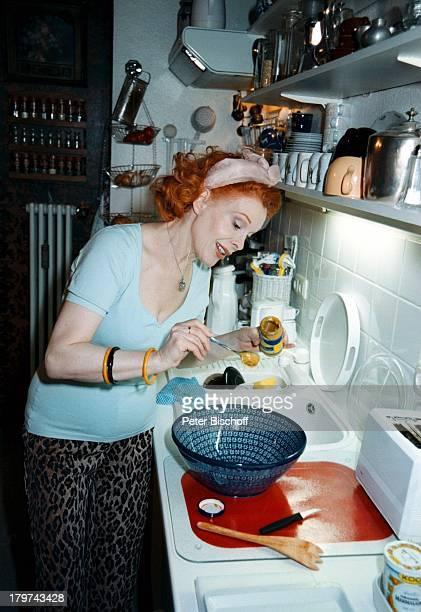 Elisabeth Volkmann in ihrer Küche mitdem Dresdner Senf WerbungHomestory