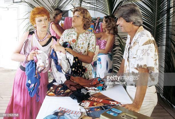 Elisabeth Volkmann MarieLuise Marjan Verkäufer Dreharbeiten zur ZDFReihe Traumschiff Folge 12 Episode 1 Nachbarn MS Astor Rio de...