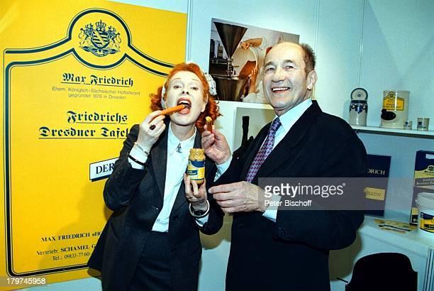 Elisabeth Volkmann mit Lebensgefährte Eberhard Radisch Köln Anuga 97 Werbung Friedrichs Dresdner Tafelsenf Senfglas Senf