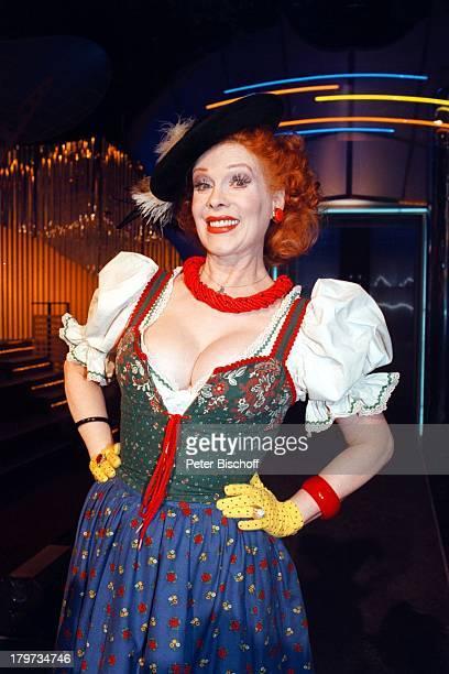 Elisabeth Volkmann ZDFShow HitparadeHut Verkleidung Fasching Dirndl