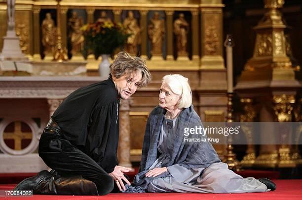 Elisabeth Wiedemann Und Georg Preusse Während Der Jedermann Fotoprobe Im Berliner Dom