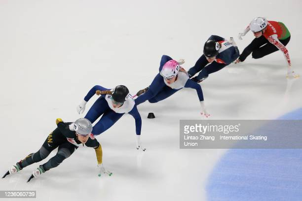 Elise Christie, Holly Hoyland of Great Britain and Ami Hirai of Japan compete in the Women's 1500m Ranking Finals during the 2021/2022 ISU World Cup...