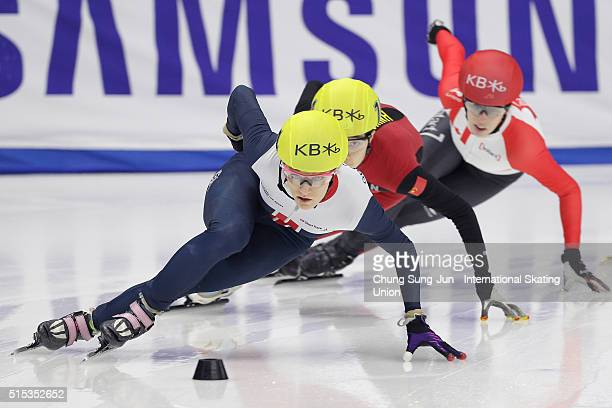 Elise Christie of Great Britain competes in the Ladies 1000m Semifinals during the ISU World Short Track Speed Skating Championships 2016 at Mokdong...