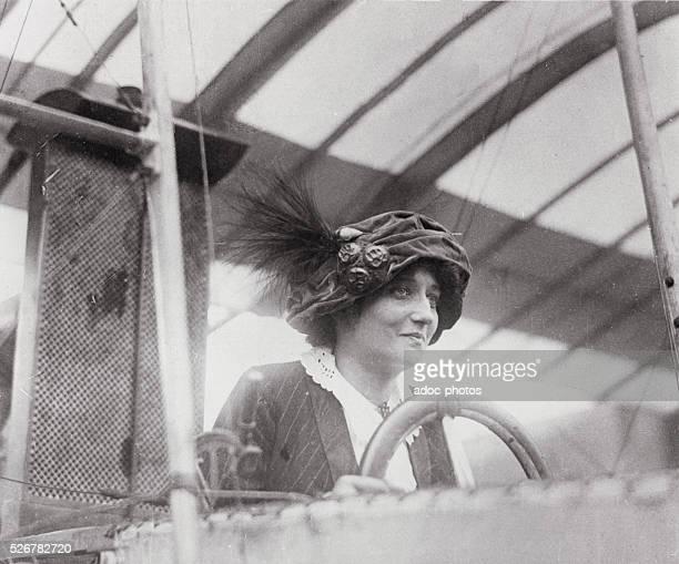 Elise Deroche , French aviator. In 1910.