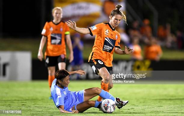 Elise Kellond-Knight of the Roar challenges Yukari Kinga of Melbourne during the round eight W-League match between the Brisbane Roar and Melbourne...