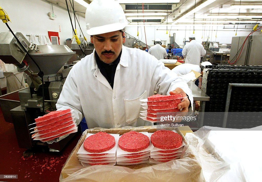 Eliseo Araujo packages ground beef patties at Ray's Wholesale Meats December 29, 2003, in Yakima, Washington. U.S. agriculture officials on December 28 insisted there was no risk to consumers from meat recalled in the first U.S. case of mad cow disease.