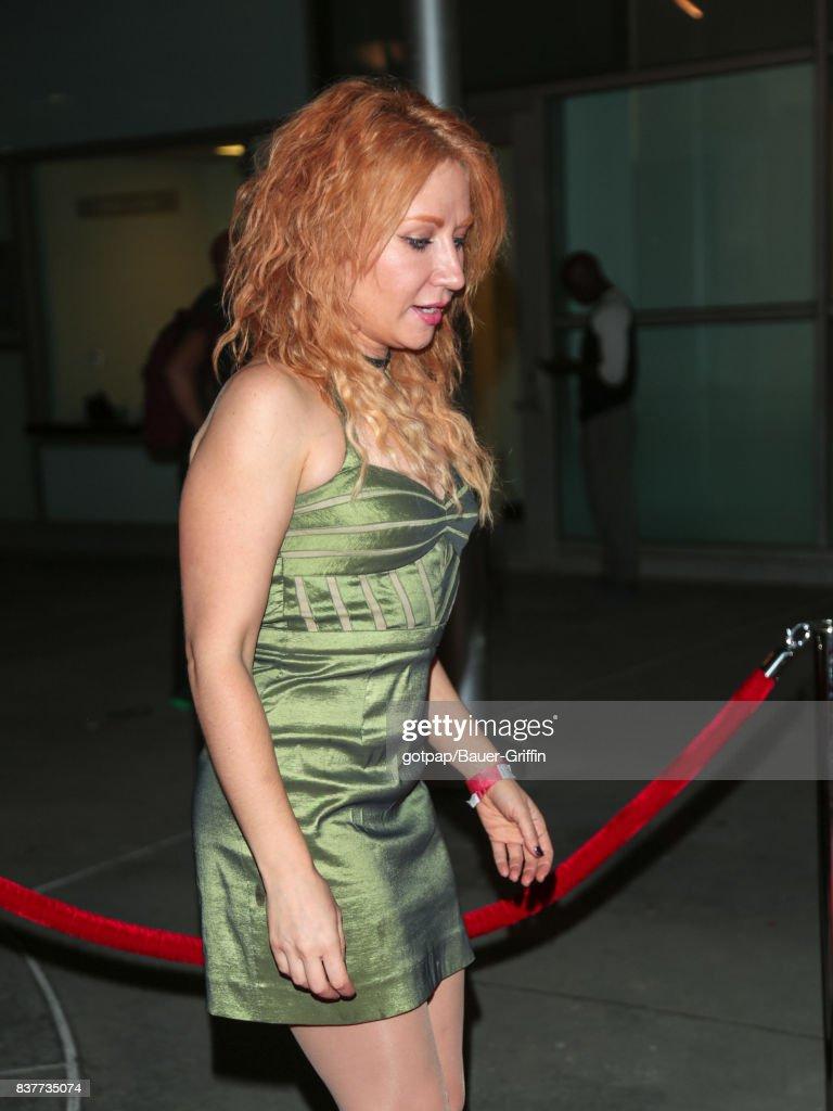 Elissa Dowling Nude Photos 18