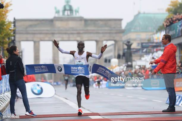 Eliud Kipchoge of Kenya celebrates winning the BMW Berlin Marathon 2017 on September 24 2017 in Berlin Germany