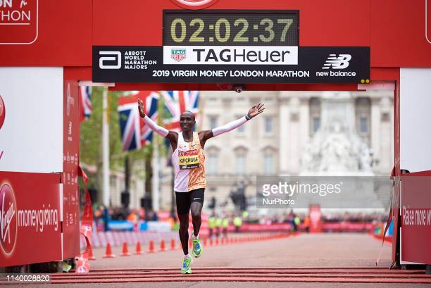 Eliud Kipchoge wins the elite men's race at the London Marathon on April 28th 2019