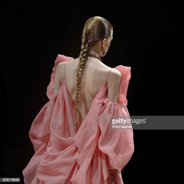 Eliza Kallmann walks the runway during the Alexander McQueen show as part of Paris Fashion Week Womenswear Fall/Winter 2018/2019 on March 5 2018 in...