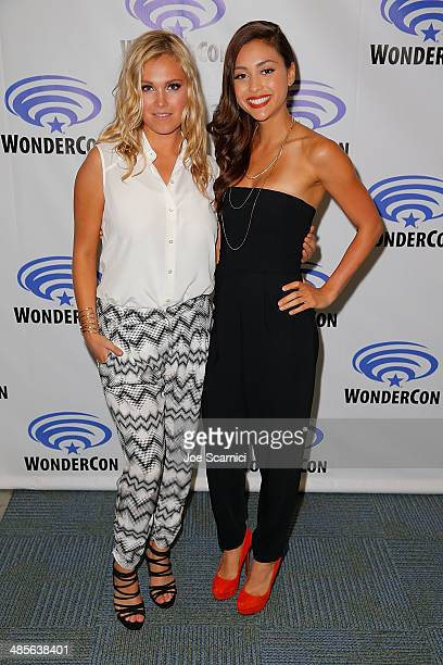 Eliza Taylor and Lindsey Morgan attend The 100 press lineat WonderCon Anaheim 2014 Day 2 at Anaheim Convention Center on April 19 2014 in Anaheim...