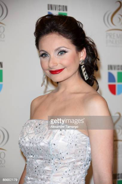 Elizabeth Alvarez poses in the press room at Univision's ''Premio Lo Nuestro a La Musica Latina'' Awards at Bank United Center on March 26 2009 in...