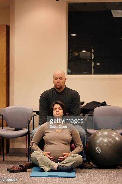 Elizabeth and Adam Low practice relaxation during a birthing class at Northwestern Memorial Hospital October 16 2006 in Chicago Illinois The US...