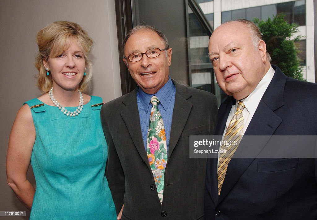 """Book Party for Peter Bart's """"Boffo!"""" - June 26, 2006 : News Photo"""