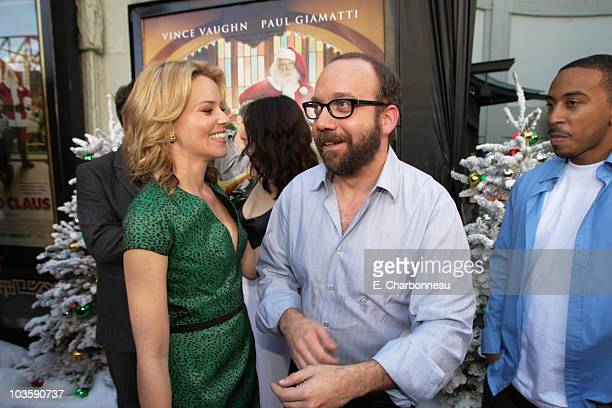 Elizabeth Banks and Paul Giamatti at the Premiere of Warner Bros FRED CLAUS at Grauman's Chinese Theatre on November 3 2007 in Los Angeles California