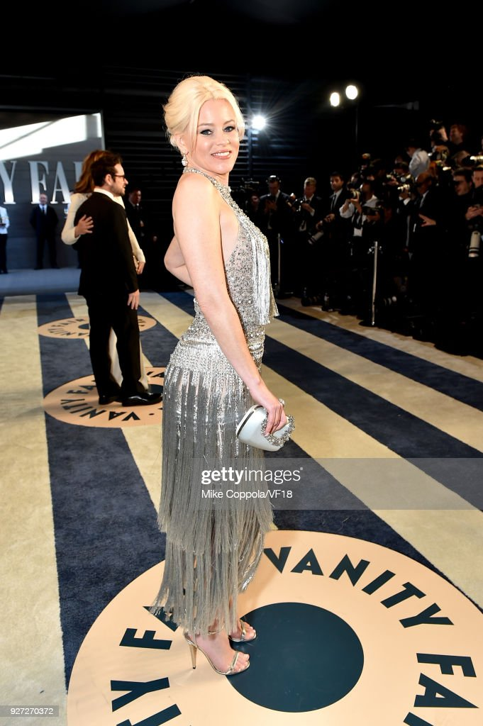 Elizabeth Banks attends the 2018 Vanity Fair Oscar Party hosted by Radhika Jones at Wallis Annenberg Center for the Performing Arts on March 4, 2018 in Beverly Hills, California.