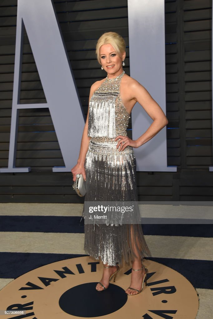 Elizabeth Banks attends the 2018 Vanity Fair Oscar Party hosted by Radhika Jones at the Wallis Annenberg Center for the Performing Arts on March 4, 2018 in Beverly Hills, California.