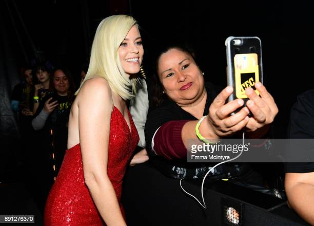 Elizabeth Banks takes a selfie with a fan at the premiere of Universal Pictures' 'Pitch Perfect 3' at Dolby Theatre on December 12 2017 in Hollywood...