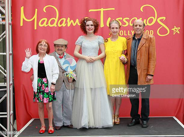 Elizabeth Barrington her husband actor Jerry Maren actress Margaret O'Brien and Judy Garland's son Joey Luft pose with Garland's wax figure at it's...