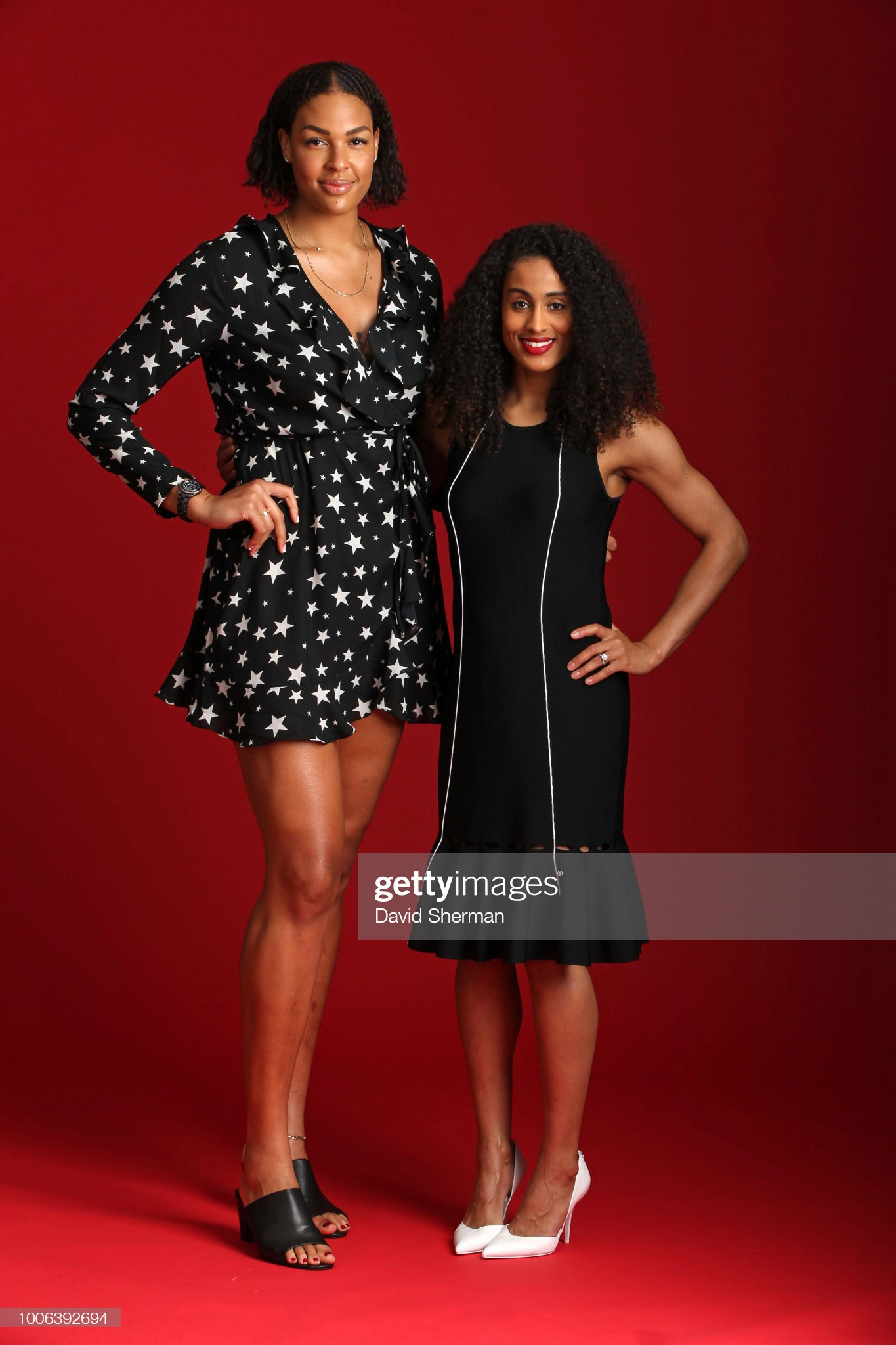 ¿Cuánto mide Skylar Diggins? - Real height Elizabeth-cambage-and-skylar-digginssmith-of-the-dallas-wings-pose-a-picture-id1006392694?s=2048x2048