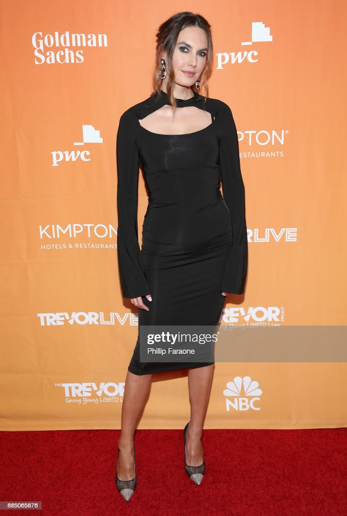 Elizabeth Chambers attends The Trevor Project's 2017 TrevorLIVE LA Gala at The Beverly Hilton Hotel on December 3, 2017 in Beverly Hills, California.