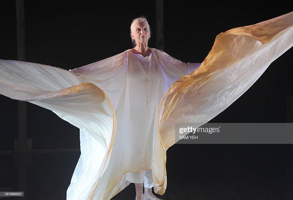 Elizabeth Dalman, Australia dancer, perf : News Photo