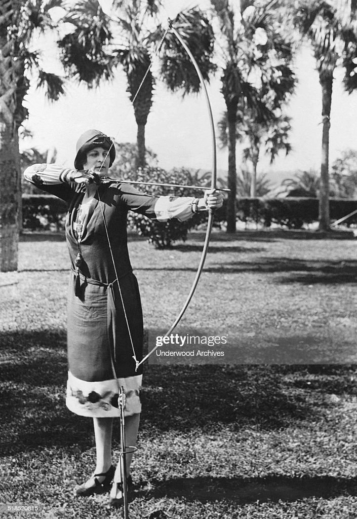 Woman Demonstrates A Longbow : News Photo