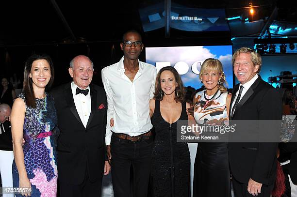 Elizabeth Faraut Bruce Tartikoff Mark Bradford MOCA Gala Chair Lilly Tartikoff Karatz Carolyn Powers and Scott Barbour attend the 2015 MOCA Gala...