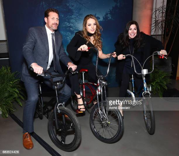 Elizabeth Gillies and guests attend the Entertainment Weekly and PEOPLE Upfronts party presented by Netflix and Terra Chips at Second Floor on May 15...