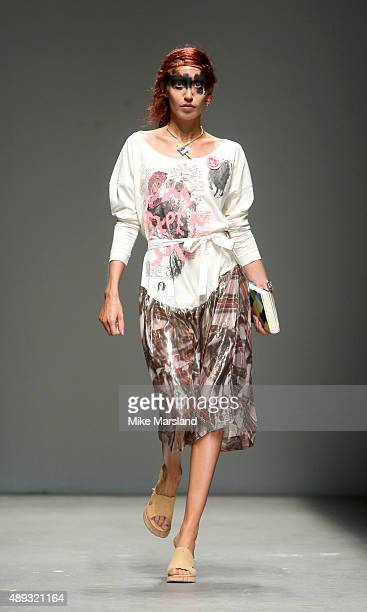 Elizabeth Jagger walks the runway at the Vivienne Westwood Red Label show during London Fashion Week Spring/Summer 2016/17 on September 20 2015 in...