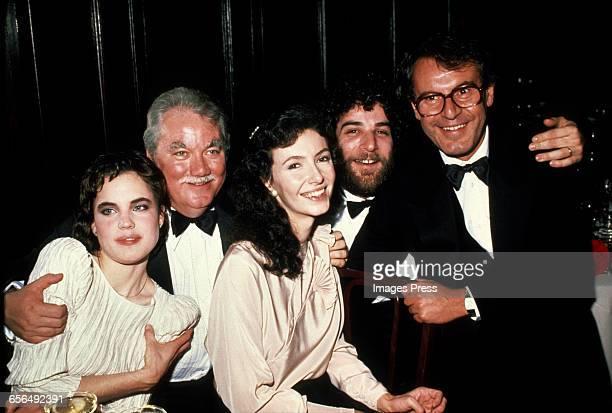 Elizabeth McGovern unidentified actor Mary Steenburgen Mandy Patinkin and Director Milos Forman circa 1981 in New York City