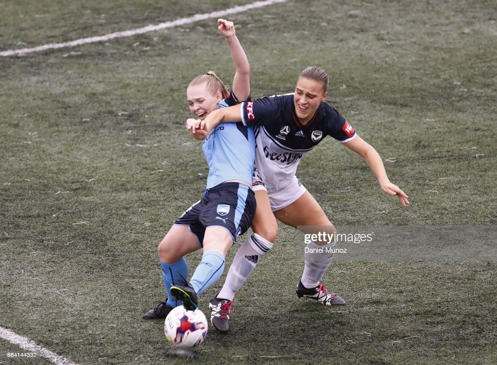 Elizabeth Ralston of Sydney FC fights fot the ball against Laura Spiranovic of Melbourne during the round six W-League match between Sydney FC and Melbourne Victory at Cromer Park on December 2, 2017 in Sydney, Australia.